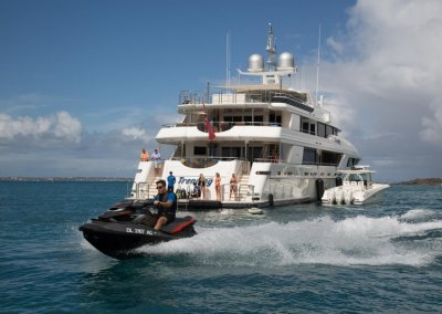Trending Yacht Stern